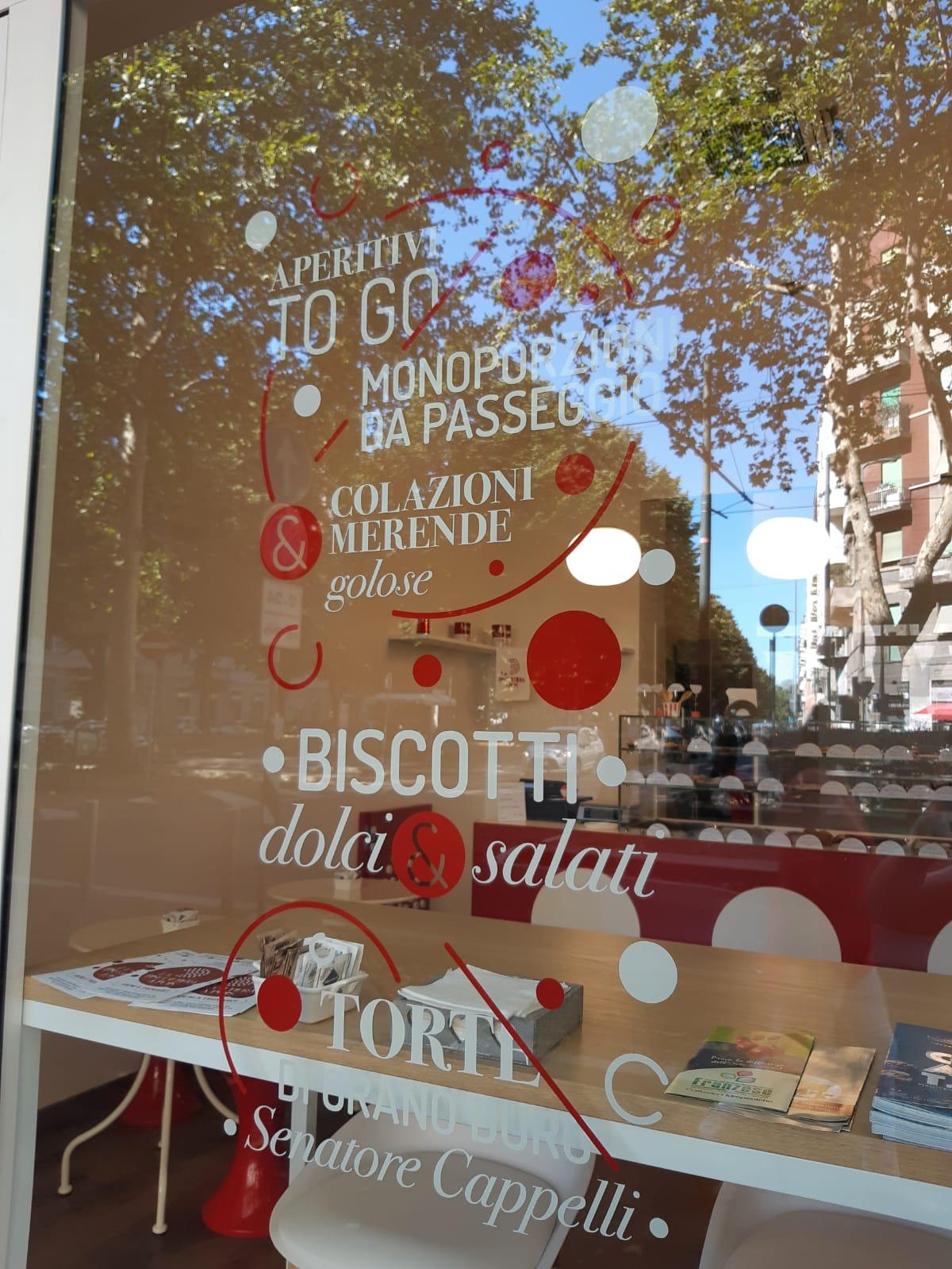 Signage vetrina adesivo biscottiera a pois Milano